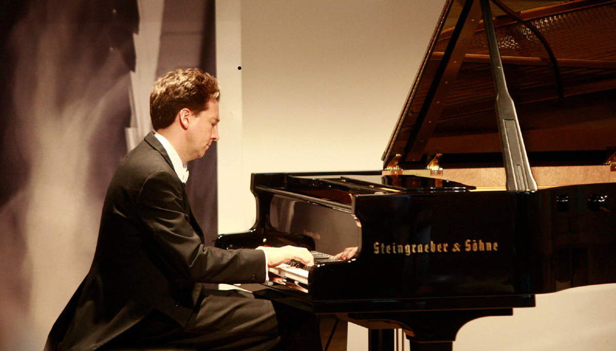 Classical Pianist in Concert at Taft