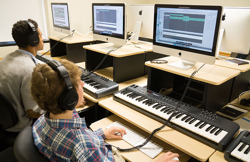 Students working in the MIDI lab