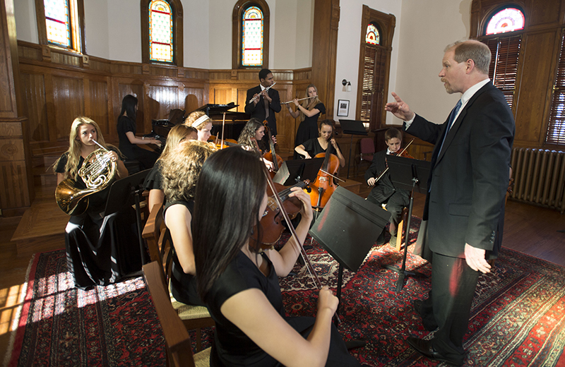 Taft faculty member TJ Thompson directing students during a chamber ensemble performance